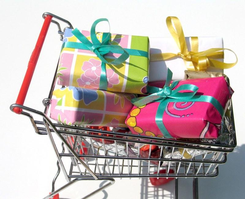 как купить подарок женщине